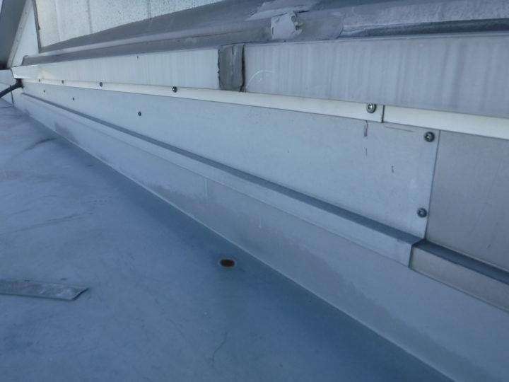 屋根塗装の水切り板金完了
