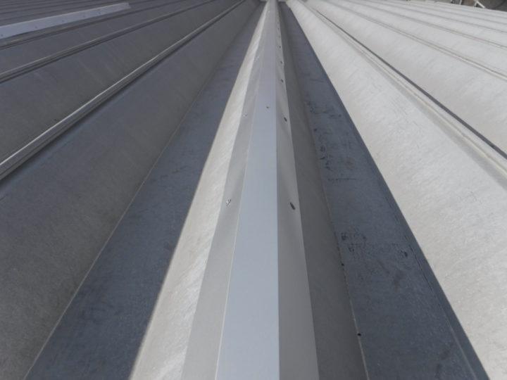 屋根塗装の棟板金完了