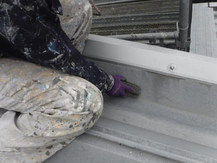 屋根塗装のケレン(研磨)