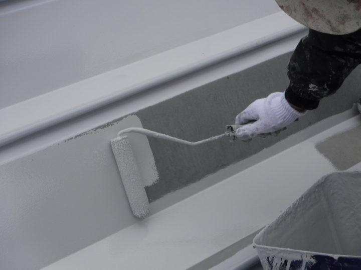 屋根塗装の上塗り(一回目)