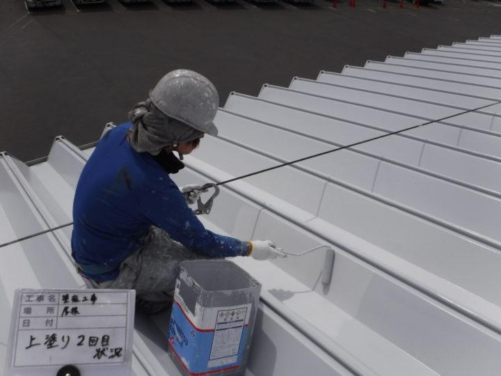 屋根塗装の上塗り(二回目)