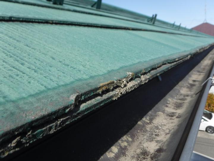 屋根塗装の施工前(浮き染み)