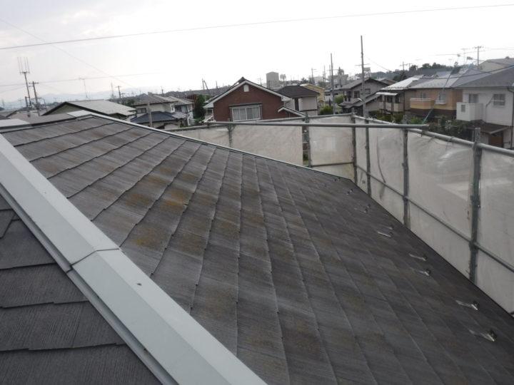 屋根塗装の施工前(スレート瓦色褪せ)