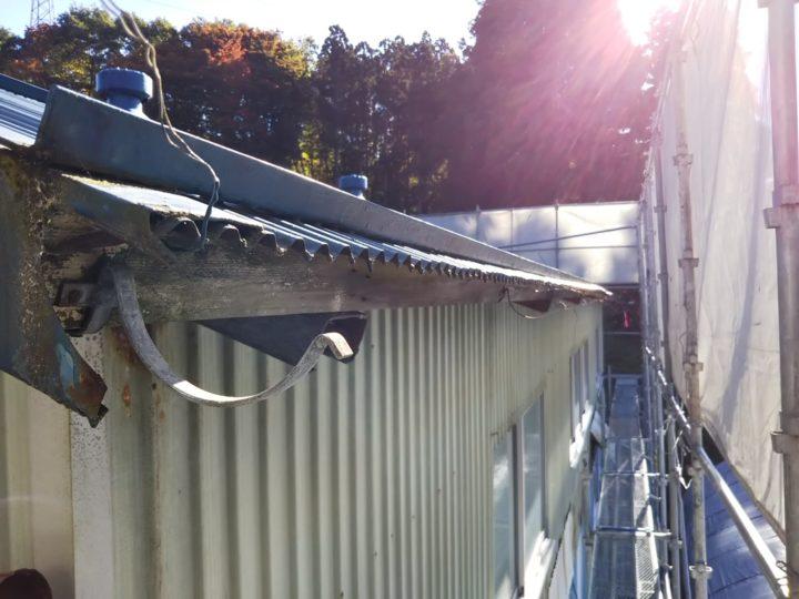 屋根重ね葺きの施工前