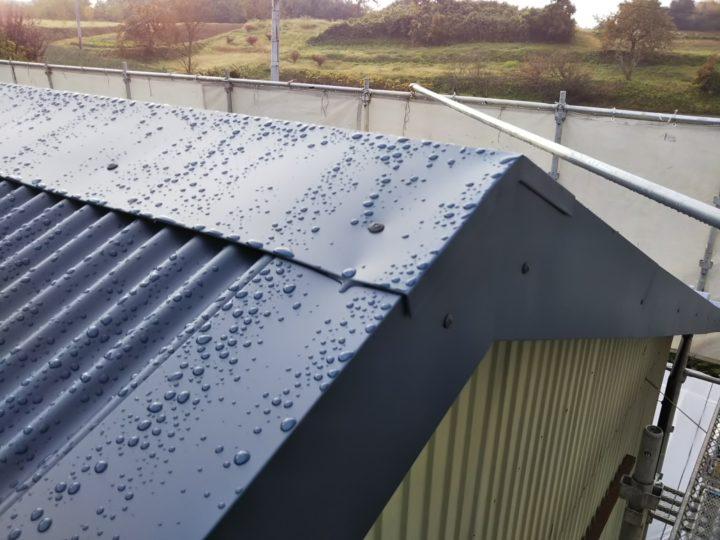 屋根重ね葺きの棟板金完了